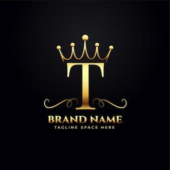 Concept de logo lettre t avec couronne dorée