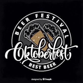Concept oktoberfest avec fond de tableau noir