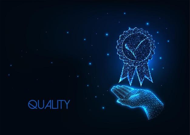 Concept de qualité premium futuriste avec médaille de maintien de main polygonale basse rougeoyante