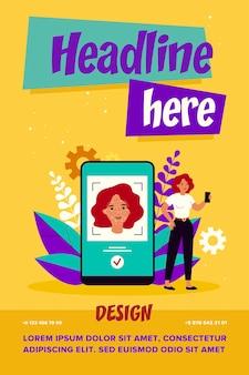Concept de reconnaissance faciale. femme à l'aide de smartphone après authentification d'identité