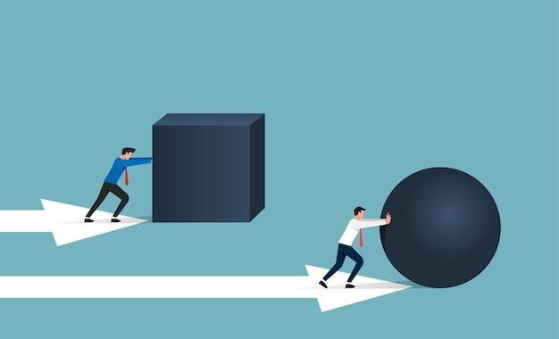 Concept de travail intelligent et d'efficacité. homme d'affaires roulant roche de sphère tandis qu'une autre illustration de pierre de cube poussant.