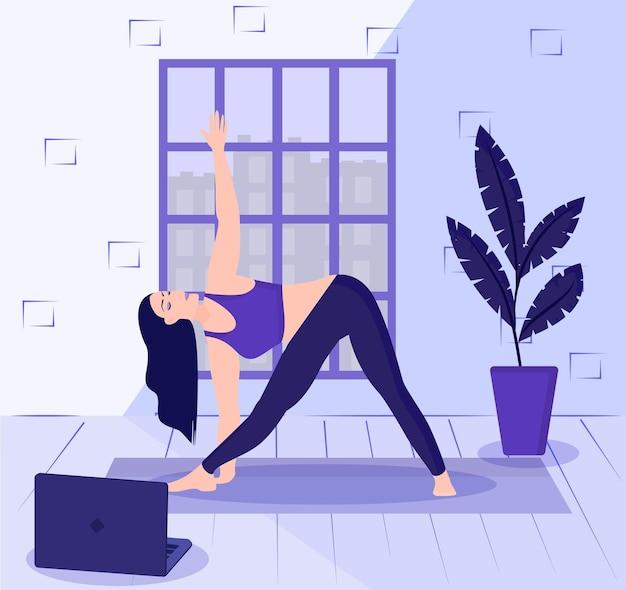 Concept de yoga en ligne femme debout dans une posture triangulaire
