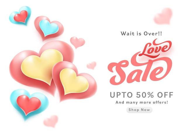 Conception d'affiche de vente d'amour avec offre de réduction et coeurs brillants décorés sur fond blanc.