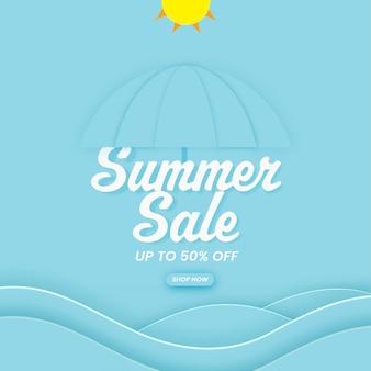 Conception d'affiche de vente d'été avec offre de réduction de 50%, parapluie et soleil en papier découpé