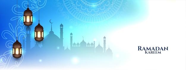 Conception de bannière du mois sacré de ramadan kareem de couleur bleue brillante
