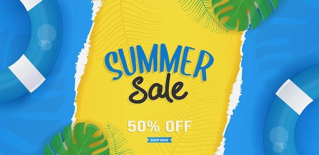 Conception de bannière de vente d'été avec des éléments de plage et des feuilles tropicales