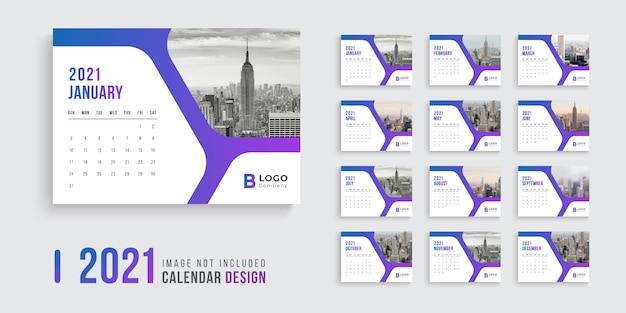 Conception de calendrier de bureau pour 2021 avec des formes de dégradé modernes