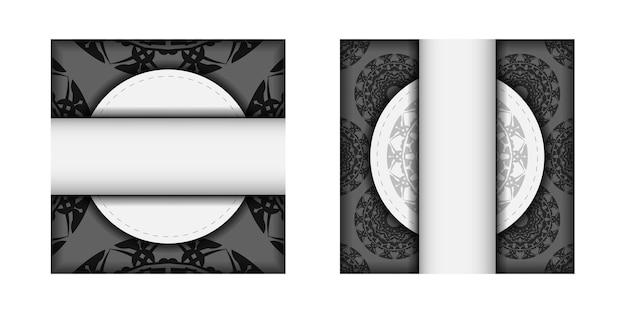 Conception de carte postale couleurs blanches avec ornement de mandala noir. conception de cartes d'invitation avec un espace pour votre texte et vos motifs.