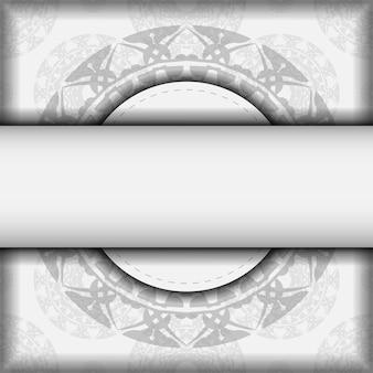 Conception de cartes d'invitation avec un espace pour votre texte et vos motifs grecs. vector prêt à imprimer carte postale de conception couleurs blanches avec des motifs de mandala noirs.