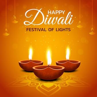 Conception de diwali heureux avec des éléments de lampe à huile diya sur fond orange, effet étincelant