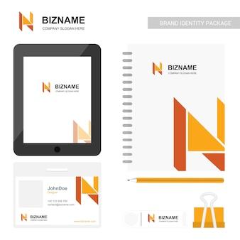 Conception d'écran d'application de l'entreprise avec journal prfessionnel