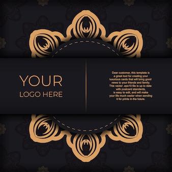 Conception élégante de carte postale noire avec ornement vintage. carte d'invitation de vecteur avec des motifs grecs.