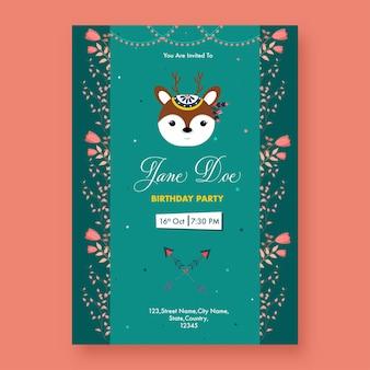 Conception de flyer de fête d'anniversaire avec visage de renne de dessin animé et détails de l'événement en couleur verte.