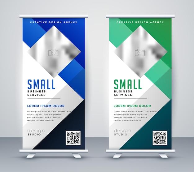Conception géométrique de bannière de stand bleu et vert roll up
