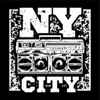 Conception d'impression monochrome de style de rue avec grand boombox et avec le type nyc.