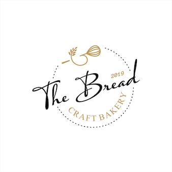 Conception de logo de boulangerie rétro cuire et pâtisserie de gâteau