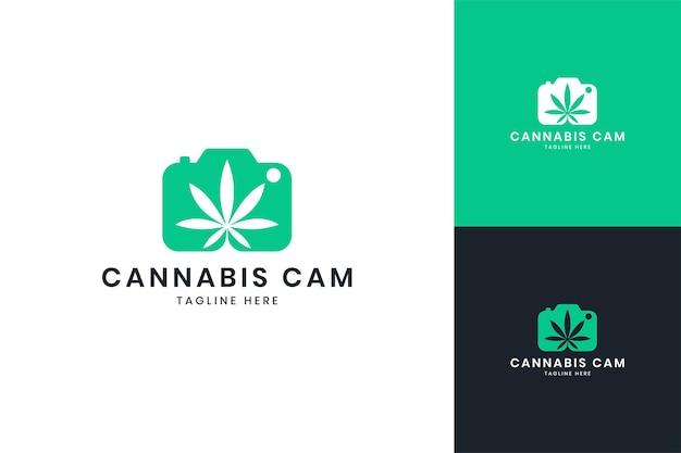 Conception de logo d'espace négatif de cannabis d'appareil photo