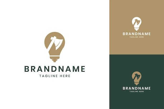 Conception de logo d'espace négatif d'idée de hache