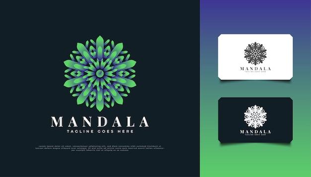 Conception de logo de fleur de mandala en dégradé de vert, adaptée pour un spa, une beauté, des fleuristes, un complexe ou une identité de marque de produit cosmétique