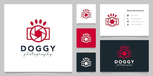 Conception de logo de forme canine de photographie d'objectif d'appareil photo de lentille de patte de chien avec la carte de visite