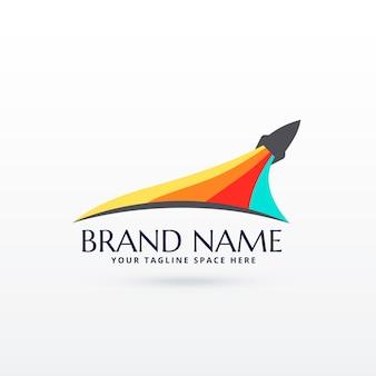 Conception de logo de fusée volante avec rayure de couleurs