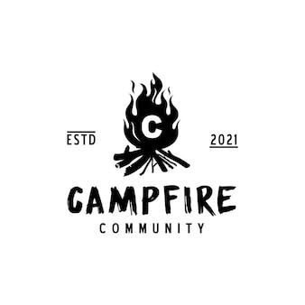 Conception de logo de lettre c de flamme de feu de camp de feu de camp