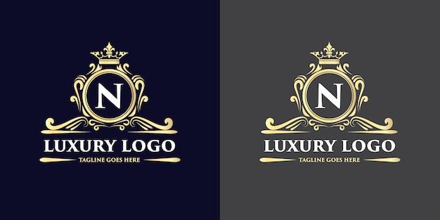 Conception de logo de luxe de style vintage antique dessiné à la main floral doré avec couronne adaptée à l'hôtel restaurant café café spa salon de beauté boutique de luxe cosmétique et décoration