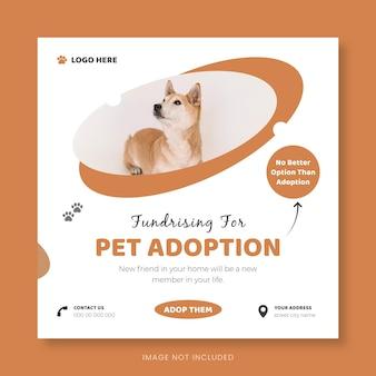 Conception de médias sociaux de bannière carrée d'adoption d'animaux de compagnie ou modèle de flyer carré de soins pour animaux de compagnie