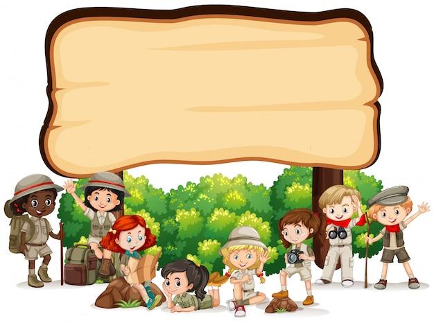 Conception de modèle de bannière avec des enfants en tenue de plein air