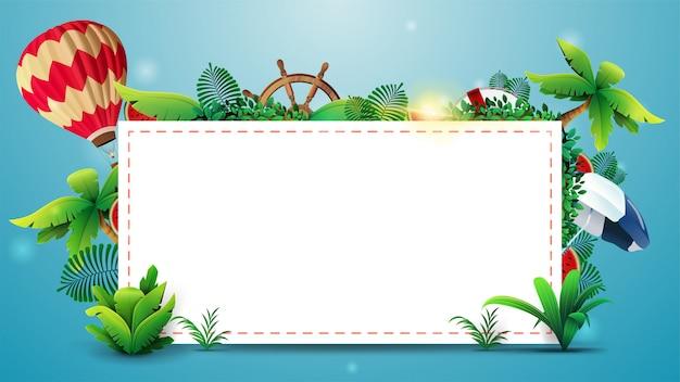 Conception de modèle d'été avec une feuille de papier vierge blanche pour le texte, les éléments d'été et les accessoires de plage. mise en page estivale vide pour votre créativité