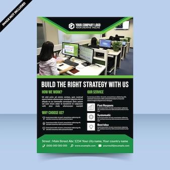 Conception de modèle de flyer d'agence de constructeur de stratégie vert noir