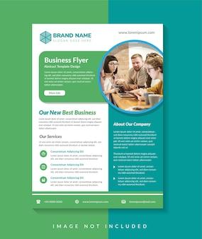 La conception de modèle de flyer d'entreprise utilise un élément de couleurs vert et bleu à disposition verticale