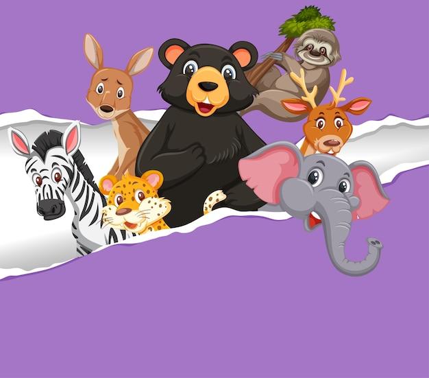 Conception de modèle de fond avec des animaux sauvages sur papier violet