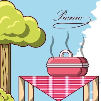 Conception de pique-nique avec une table avec des grillades barbecue avec de la nourriture chaude