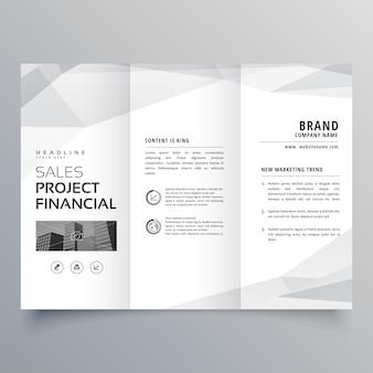Conception simple de modèle de brochure à trois volets avec formes abstraites