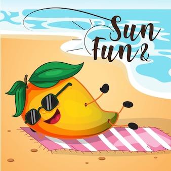 La conception des soldes d'été avec un personnage de dessin animé de mangue se détend sur la plage