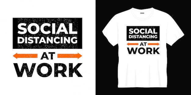 Conception de t-shirt de distanciation sociale au travail typographie