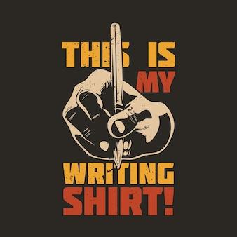 Conception de t-shirt c'est ma chemise d'écriture avec une main tenant un stylo et une illustration vintage de fond marron