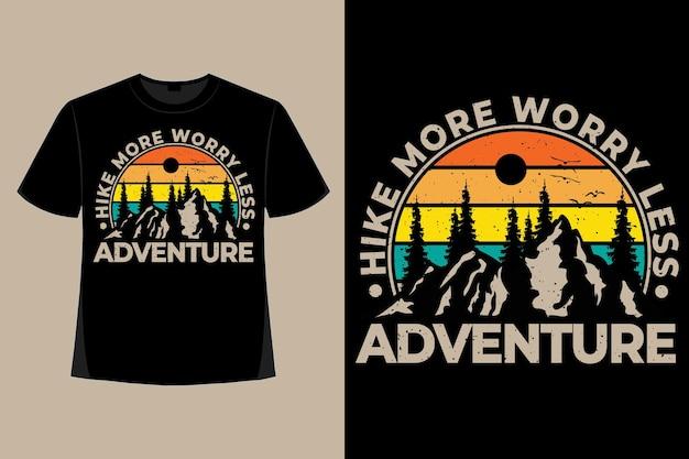 Conception de t-shirt de randonnée d'aventure inquiète moins illustration vintage rétro de style montagne de pin