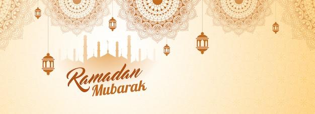 Conception en-tête ou une bannière web avec la silhouette de la mosquée, motif floral et texte élégant ramada