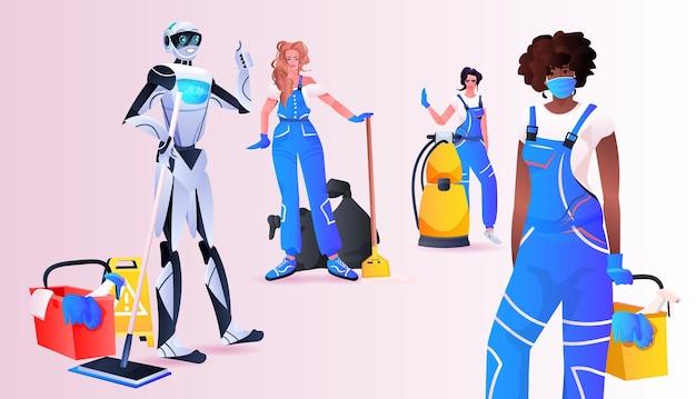 Concierge robotique avec mix race femmes nettoyeurs debout ensemble service de nettoyage concept de technologie d'intelligence artificielle pleine longueur horizontale