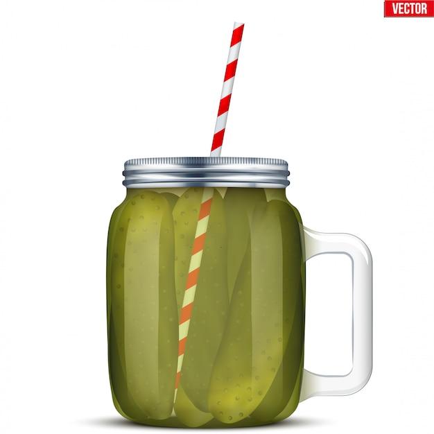 Concombres marinés dans un bocal en verre