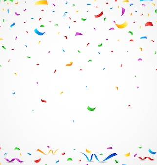 Confettis colorés sur fond blanc