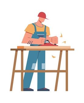 Constructeur et équipement professionnel. charpentier avec planche à scier faisant une armoire en bois, une rénovation domiciliaire ou une maison de menuiserie réparant un personnage masculin vectoriel plat