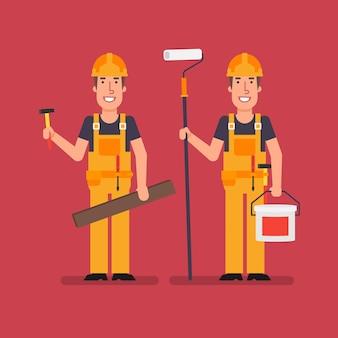 Le constructeur tient le seau de peinture de rouleau de planche de bois de marteau et sourit