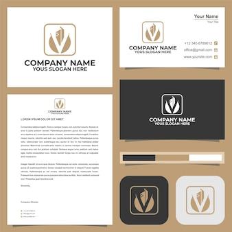 La construction du logo ou l'immobilier se combinent avec la lettre initiale v dans le vecteur premium de la carte de visite