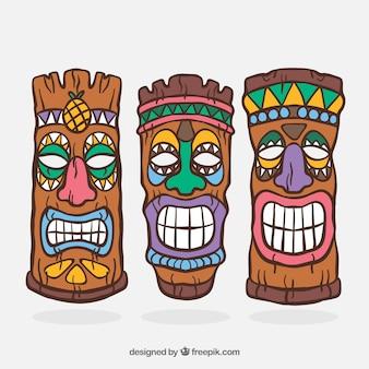 Cool ensemble de masques tiki traditionnels