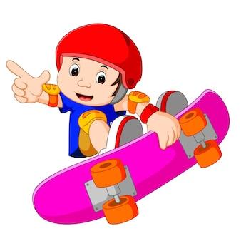 Cool petit gars de skateboard faisant un coup extrême