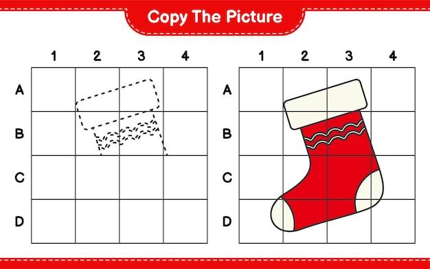 Copiez l'image, copiez l'image du bas de noël en utilisant les lignes de la grille. jeu éducatif pour enfants, feuille de travail imprimable