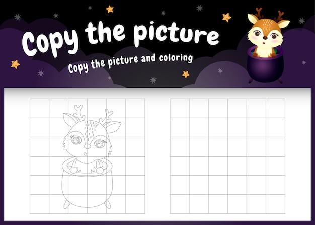 Copiez l'image du jeu pour enfants et de la page à colorier avec un cerf mignon utilisant un costume d'halloween